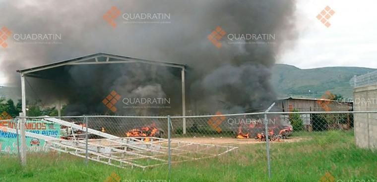 incendian vehículos por conflicto en Oaxaca