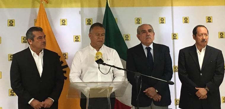 Carlos-Sotelo-García-y-otros-militantes-del-PRD-anunciaron-su-apoyo-a-la-candidatura-del-líder-nacional-de-Morena1