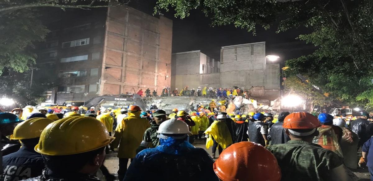 #Video Sacan cadáver en edificio colapsado en Condesa