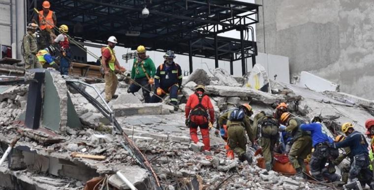 Rescate-de-edifico-de-San-Luis-y-Medellín-Roma-LC-WhatsApp-Image-2017-09-21-at-16.16.39-768x391