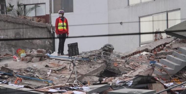 Rescate-rescatista-CDMX-SISMO-19-de-septiembre-2017-tragedia-Protección-CIVIL-FOTO-Leo-Casas-768x391
