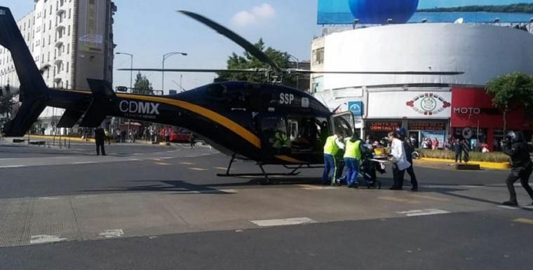 Balean-a-policía-y-lo-trasladan-en-helocóptero-al-hospital-Mocel-FOTO-José-M-Ruiz-1-768x391