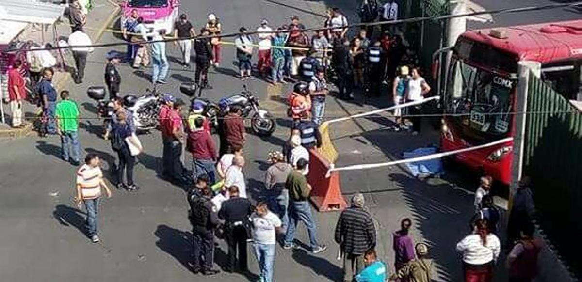 Arrolla Metrobús a motociclista en Tepalcates