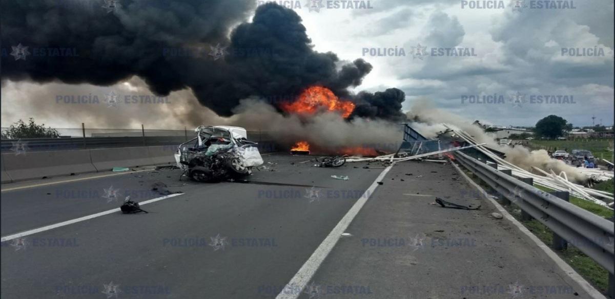Choque en el Circuito Exterior Mexiquense: hay cuatro personas fallecidas